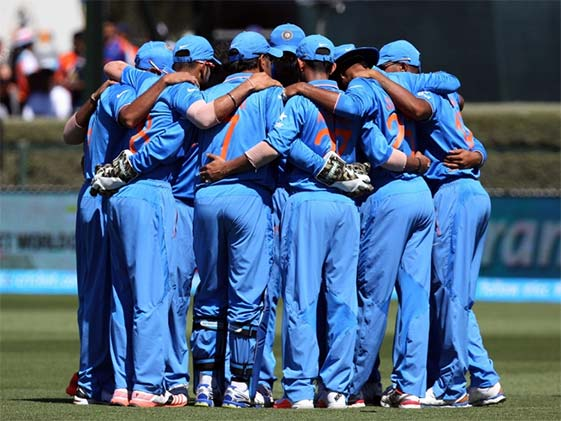 Not Just Kohli But Dhoni Too Gives Pep Talk To Players Vs NZ