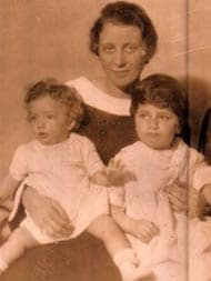 At The End Of Her Life, Mother Started Seeing Ghosts, It Freaked Me Out